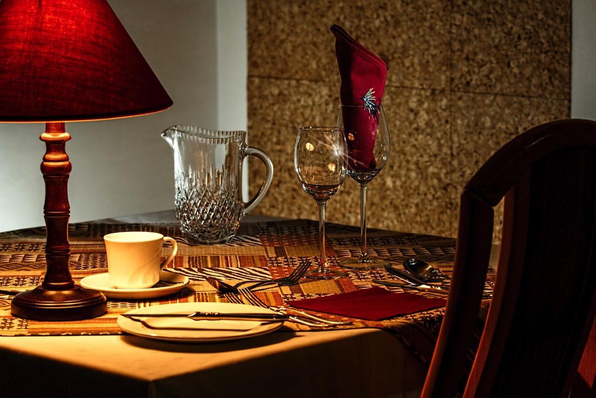 Dinner table 444434 1280